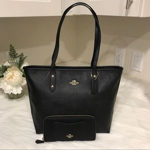 Coach City Zip Tote and Wallet Set in Black
